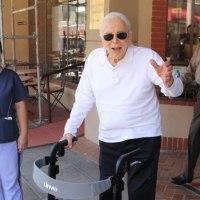 99歳になったカーク・ダグラス、映画業界人向けアルツハイマー病施設に18億円寄付