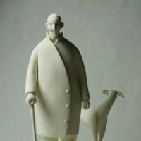 COOL氏の人形 「愛犬スパニッシュ・グレイハウンドのコルテスと散歩するノートン氏」白素地人形