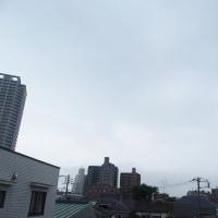 今朝(6月27日)の東京のお天気:曇り、6月(後半)の作品:寄り添う二人