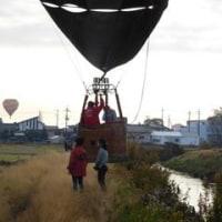 12/4(日) 朝 晴れ ~ 気球がふわり
