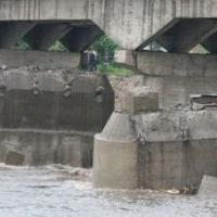 ハザマのひび割橋。。。