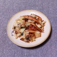 つまみ キャベツと魚肉ソーセージの醤油炒め