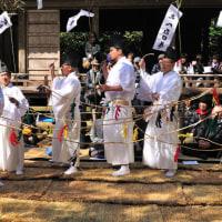 神官達も白装束に着替えて「舞」を奉納します。  Photo No.14051)