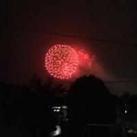 雨の中の花火大会