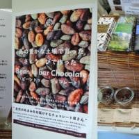 大島紬村さんが手作りチョコレートを販売中。