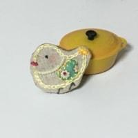 happyブローチ   幸せ運ぶ黄色い鳥さん