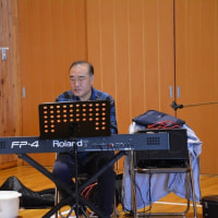 協立病院友の会たのめ支部・・・バランスボール定例会 音楽コンサートを宇留賀にお願いした。