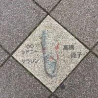 長田区の歩道に五輪選手のシューズの絵。