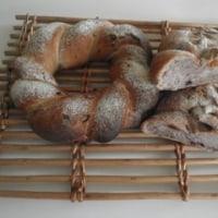 今日から試作週間・・・まずは3種のナッツとブルーベリーとアプリコットの編みパン