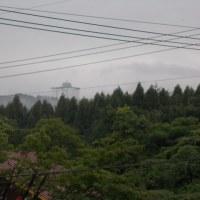 雲海の中のリゾートホテル