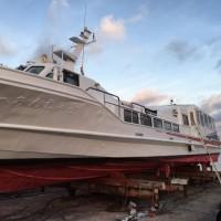 船の修理。