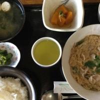 10月24日の日替わり定食550円は 豚肉の柳川風 です。