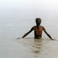 聖地リシケシのババ・・・・・1    沐浴