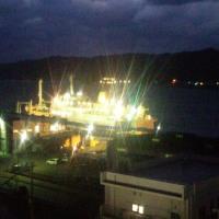 夜の名瀬港