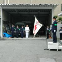 松原警察署で歳末警戒隊発隊式が行われ当協会役員が来賓として招待されました。