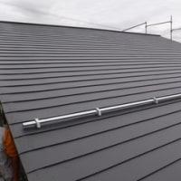 古い屋根の上に新しい屋根を葺きます ・・・ 雨漏れ修繕