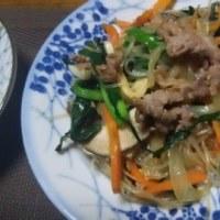 チャプチェ、麻婆豆腐、朝はまだ寒いのでフリーズ着てます