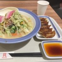 昼飯は長崎ちゃんぽんと餃子です。いただきます。