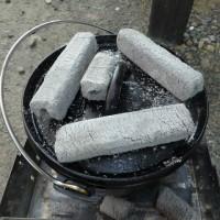 ダッチオーブンで豆パンを焼いてくれました