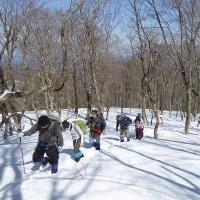 残雪の大万木山を行く(^^♪