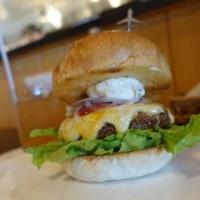 宮古島への愛溢れる地産地消ハンバーガー!ダグズバーガー@宮古島市