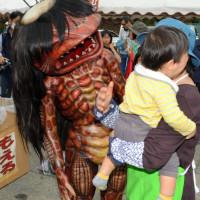 兵庫県福崎町の町おこし、PRの河童キャラが怖いと泣きだす子供が相次ぐ