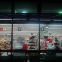 本日は久々1年ぶりぐらいに、スーパーナショナル南田辺店で買い物。ライフとの違いは、見切り開始時間の相違。