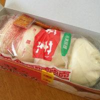 仙台駅で 蓬莱の豚まんとか。。