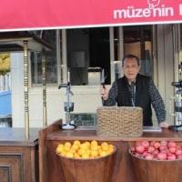楽しかった旅の一コマ (132) トルコのジュース屋さん