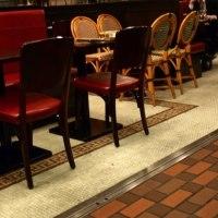 銀座の街角に佇む本物感たっぷりのカフェ・ブラッスリー AUX BACCHANALES