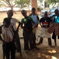 ザンビア孤児院に日本からお洋服が届きました