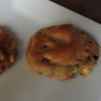 茹でたさつま芋に小麦粉少々、砂糖不使用の生地にチーズ乗せて焼いたら出来上がり ♪ ダイエットクッキー