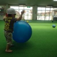 しろ 1歳児 ボール遊び☆