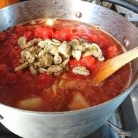 完熟トマト缶で作る「簡単具だくさんなミネストローネ」