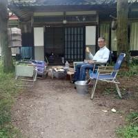 ヤーコンの根元に枯草を敷き詰める(2017/5/25)