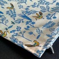 鳥と草木柄の枕カバー