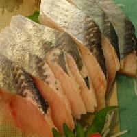 なまらオススメ!小樽「巨大ひらめ」・自家製「生ら(なまら)〆サンマ」・白老「トロにしん」・日高「生ほっき貝」!!発寒かねしげ鮮魚店の魚屋しげ。
