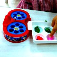 1、2歳の子たちのレッスンの様子です。算数の時間を楽しんでいました。