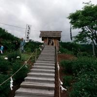 神社にて、、