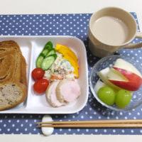 シナモンブレッドと ポテトサラダの朝ごはん