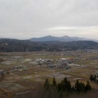雪を待つばかりの山の畑