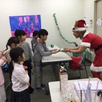 高槻ナレッジセンター木曜日絵画教室、クリスマス会です。