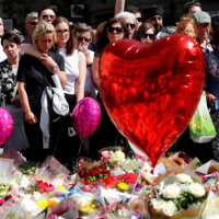 UK: Manchester victims' tribute