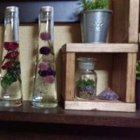 棚に花を飾りましょう。