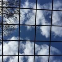 雲間からお日様が見えるけど9℃と肌寒い