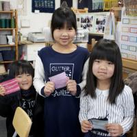 姉妹で手織り体験に来ました