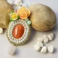 天然石でエレガントなパールビーズのブローチを作る方法