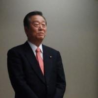 自由党の小沢一郎代表は、私邸で新年会を開き、「政権交代」への決意を確認し、大いに盛り上がる