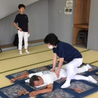 8月の練習会は11日に、「効率よく圧す」身体の使い方を勉強