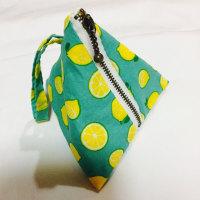さわやかレモン柄の布とレモンイメージの花